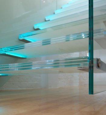 Цельные стеклянные лестницы
