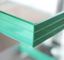 Чем триплекс отличается от обычного стекла