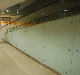 Применение стекла для облицовки стен