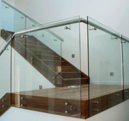 Выбор стеклянных ограждений для дома