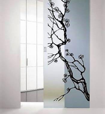 Раздвижная стеклянная дверь с гравировкой