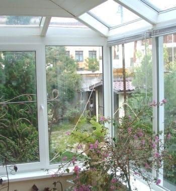 Остекление зимних садов пластиковыми окнами