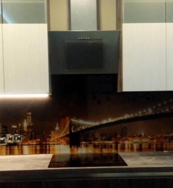 Стеклянный фартук — модель 8