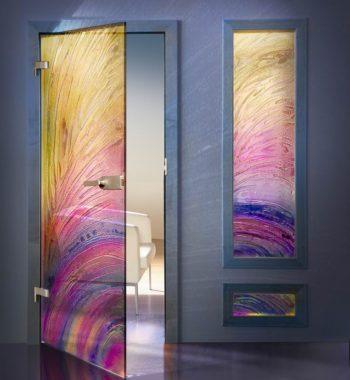 Маятниковая дверь из цветного стекла