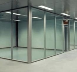 Офисные перегородки из стекла — современное интерьерное решение