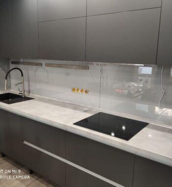 Проект «Прозрачный фартук из бельгийского закаленного стекла»