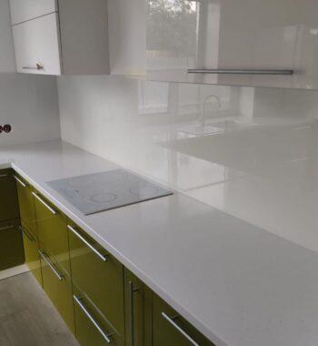 Проект «Фартук на кухню из бельгийского стекла в белом цвете»