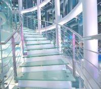 Стеклянные лестницы под заказ
