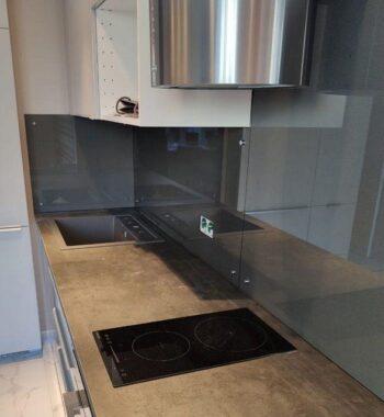 Проект «Фартук на кухню из бельгийского закаленного стекла AGC 6 мм. Это стекло премиум класса CrystalVision под покраску»