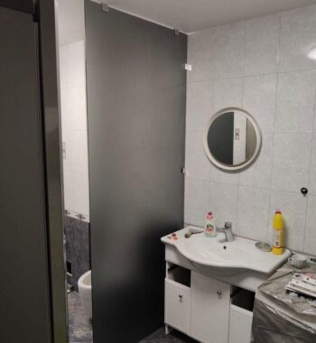 Проект «Перегородка в ванной комнате из бельгийского закаленного стекла AGC 8 мм, в матово-темном цвете»