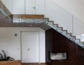 Ограждения для лестницы и на террасы, изготовленные из стекла