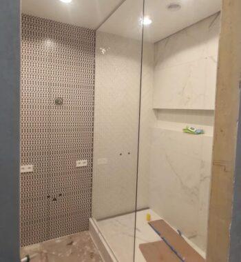 Проект «Простая перегородка в душ из бельгийского закаленного стекла флоат AGC 8 мм»